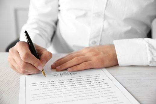 How to Become a Contract Attorney